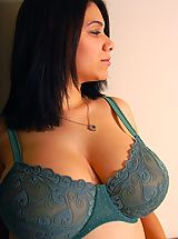 Amazingly busty newcomer Elizabeth is getting used to posing