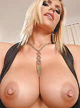 Big tit woman shows off her boobs in the camera